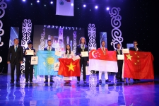 Education Minister Sarinzhipov congratulates students on the completion of IPho
