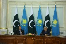 Kazakh President holds meeting with Prime Minister of Pakistan